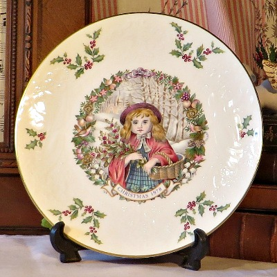Royal Doulton 1978 Christmas Plate. The perfect piece for the Collector