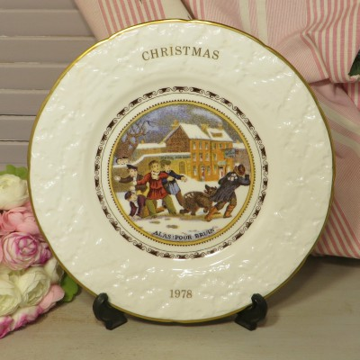 Coalport 1978 Christmas Plate. The perfect piece for the Collector