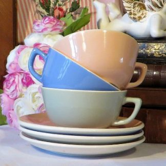 Colourful Set of 3 Villeroy & Boch Small Tea Cups & Saucers Coffee Duo. These lovely cups and matching saucers would brighten up any tea or coffee time.