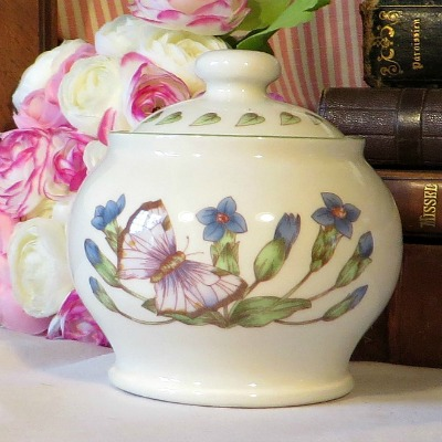 Floreamda Covered Sugar Bowl.  From the collectable Floreamda range by Boots and sold at Timothy White's