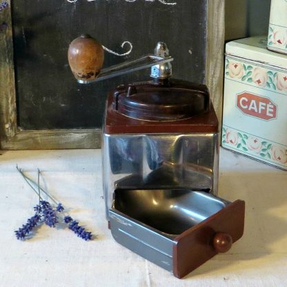 this lovely Bakelite and chrome coffee grinder would make a lovely addition to any coffee lovers kitchen.