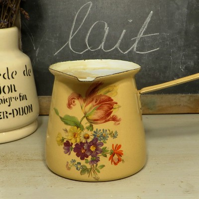 Cream Floral French Enamel Milk Pan. A sweet little pan in cream with a pink floral decoration. A lovely addition to your vintage kitchen