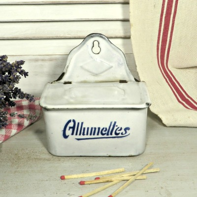 French Art Deco Enamel allumettes pot. A lovely traditional French match pot to hang on the wall next to your fireplace or cooker to keep your matches safe and dry.