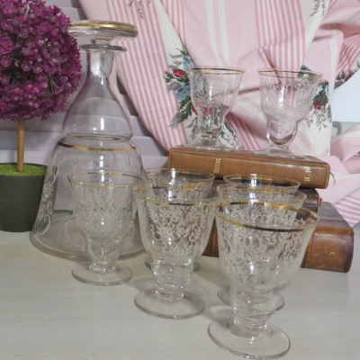 Art Deco Apéritif Set. Stunning Deco Aperitif set comprising of an engraved decanter and 8 matching glasses. A beautiful thing to use or display