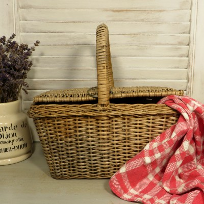 Small French Wicker Hamper Picnic Basket.  A sweet little wicker hamper with a hinged lid