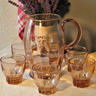 Pink Depression Glass water jug and 6 matching glasses. A pretty Deco glass jug and glasses