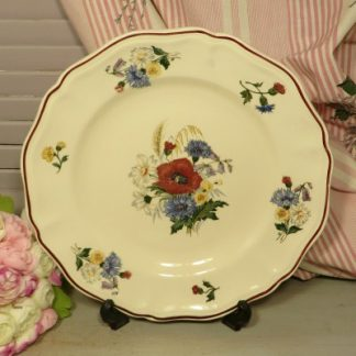 Sarreguemines 'Agreste' Faience Dinner Plate. A lovely dinner plate decorated with poppies