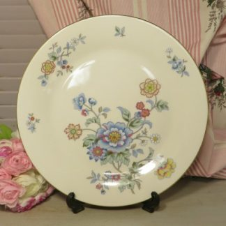 Royal Vale Floral Dinner/Bread and Butter Plate. A pretty dinner/bread and butter plate beautifully decorated with blue